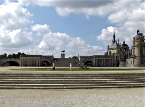 chantilly steps and horse statue