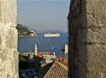 dubrovnik cruise ship from wall